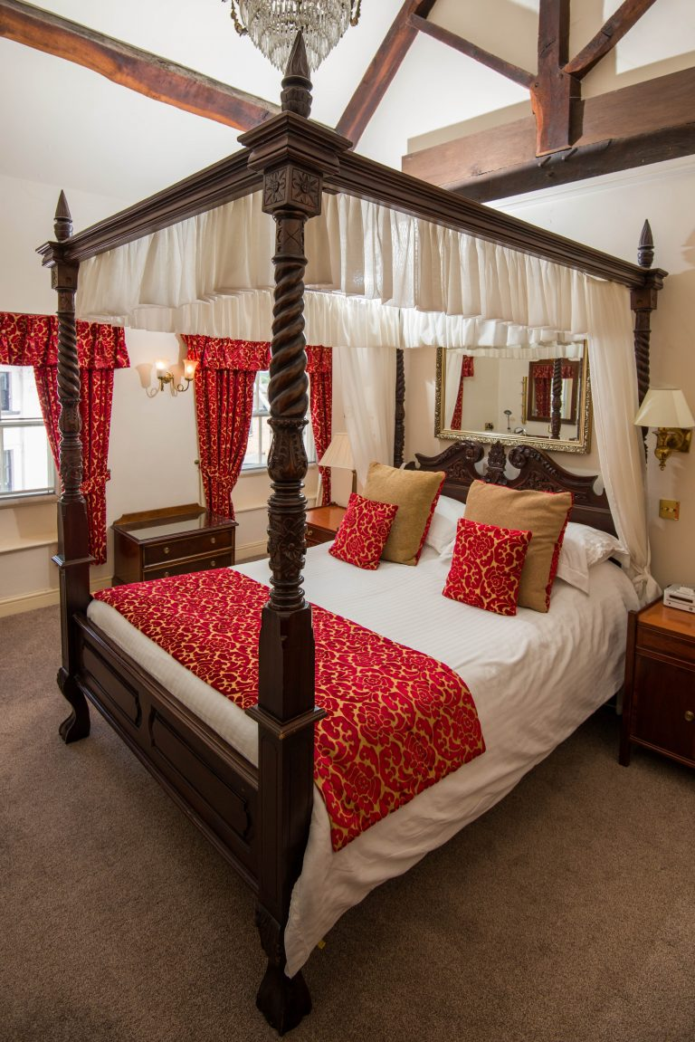 Four-poster bridal suite, The Greyhound Coaching Inn, Lutterworth